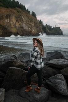 海边微胖美女写真图片下载