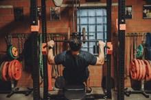 帅哥健身房健身图片下载