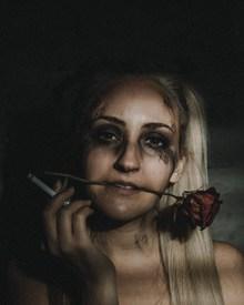 烟熏妆抽烟美女图片大全