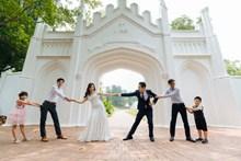 婚礼现场拔河图片