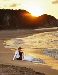 黄昏日落海边婚纱高清图
