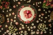玫瑰花美味奶油蛋糕高清图片