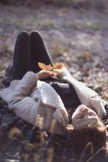 秋天美女大自然写真高清图片