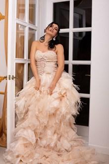 成熟美妇婚纱图片下载