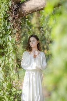 绿色春天美女摄影高清图片