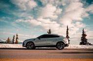 银灰色轿车图片素材