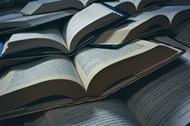 打开的外语书籍高清图片
