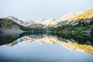 雪域高山树林湖泊图片素材