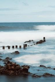 海边涨潮图片