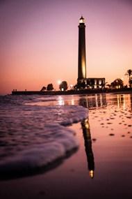 紫色黄昏海边灯塔图片素材