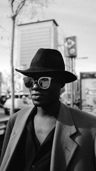 街拍时尚黑人帅哥图片素材