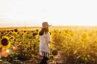 唯美阳光向日葵花海美女图片大全