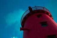 红色灯塔建筑局部图片下载