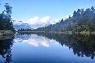 高山森林湖泊景观图片下载