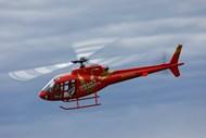 飞行的红色遥控直升机模型机精美图片