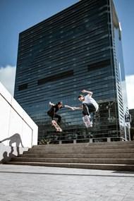 极限滑板运动表演高清图片