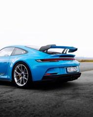 蓝色豪华跑车图片