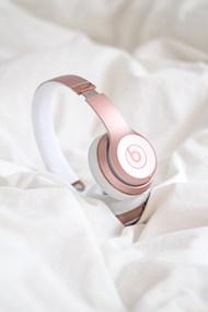 玫瑰金耳机高清图片