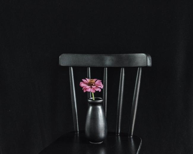 黑色花瓶椅子高清图片