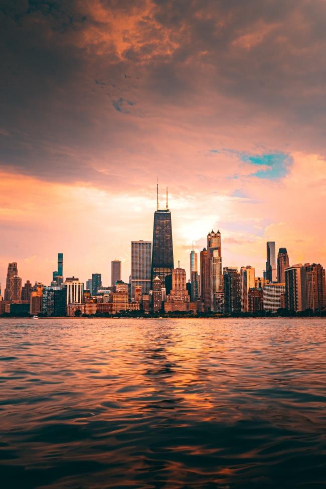 夏日黄昏城市建筑图片
