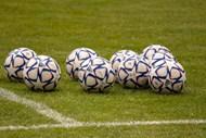 绿茵地运动足球图片