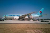 国际航空飞机停靠图片
