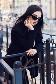戴墨镜的欧美美女图片大全