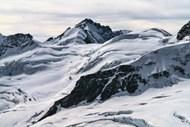 雪山岩石风景图片下载