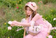 粉色控摘花女生精美图片
