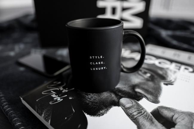 黑色陶瓷杯子高清图
