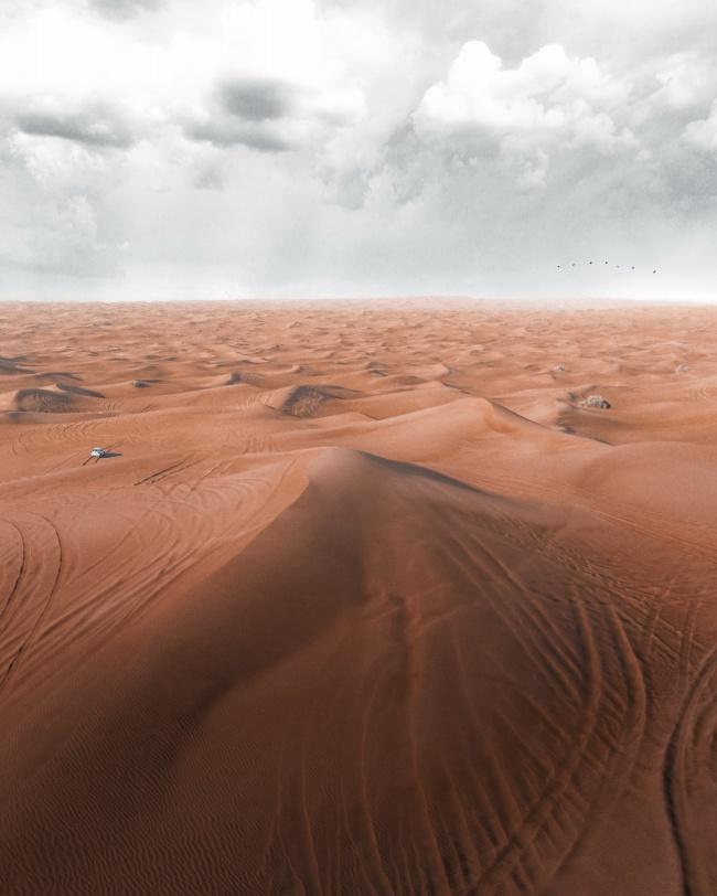 一片沙漠风景高清图片