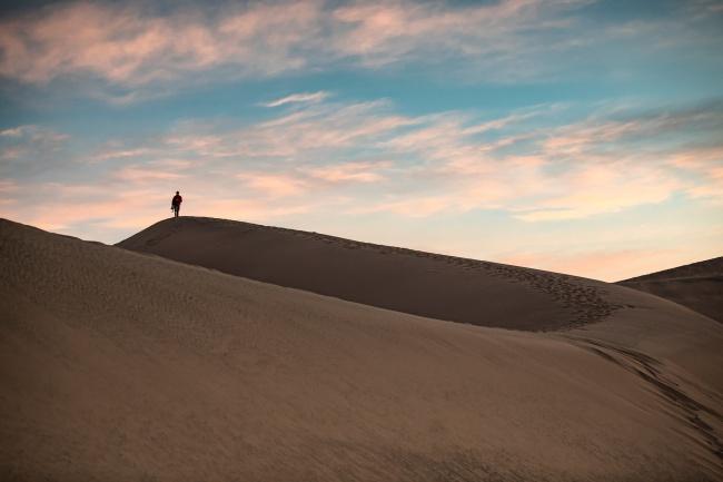 一望无际的荒漠高清图片