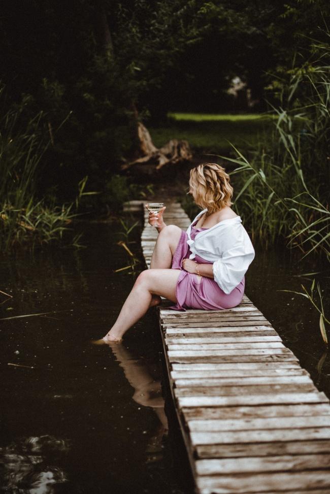 河边美女性感艺术摄影写真精美图片