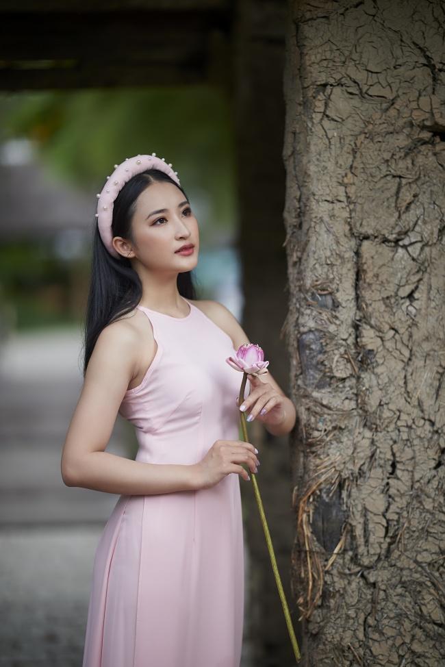 越南粉色背心裙美女高清图片