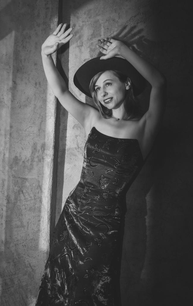 真丝抹胸裙美女摄影精美图片