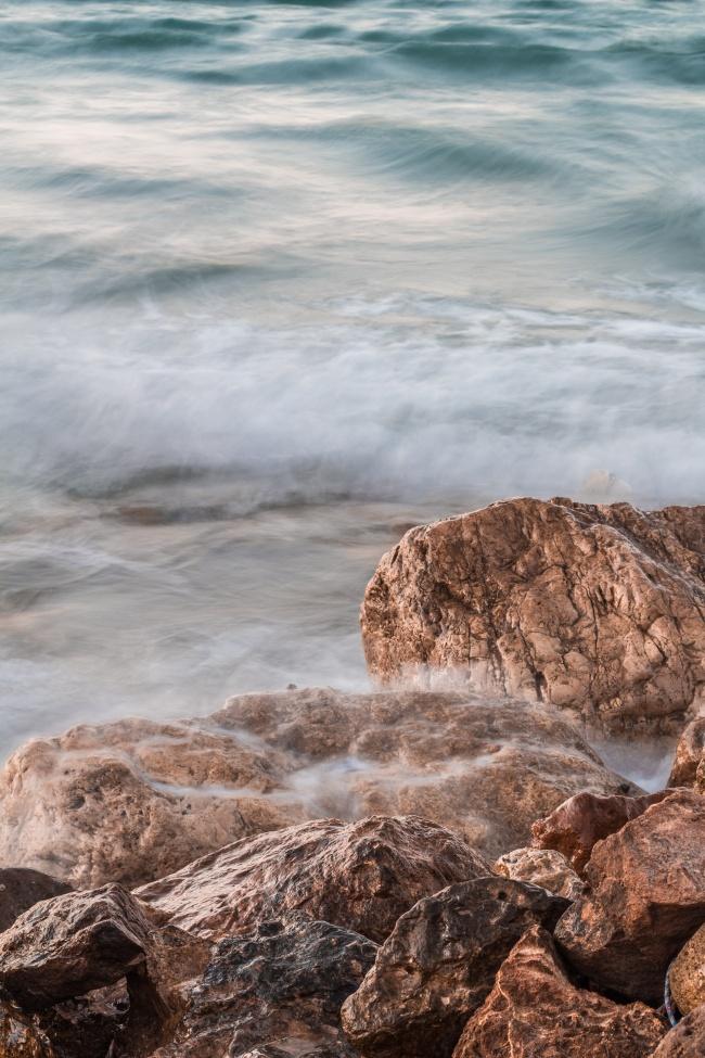 海岸礁石大海浪图片大全