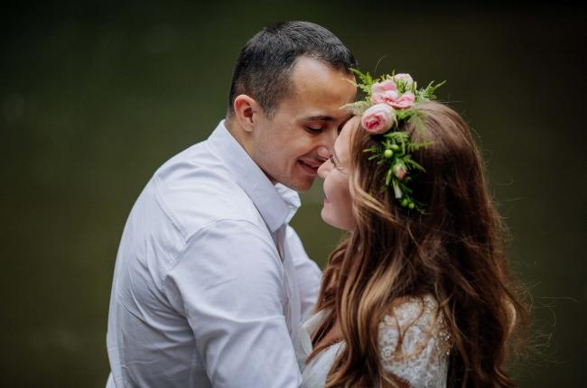 情侣接吻特写高清图片