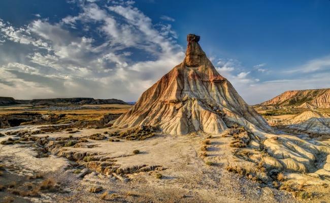 岩石风化的小山图片下载