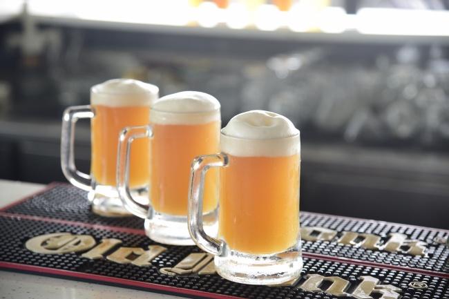 三杯大啤酒精美图片