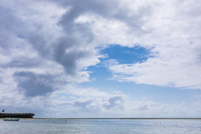 海上蓝天白云图片