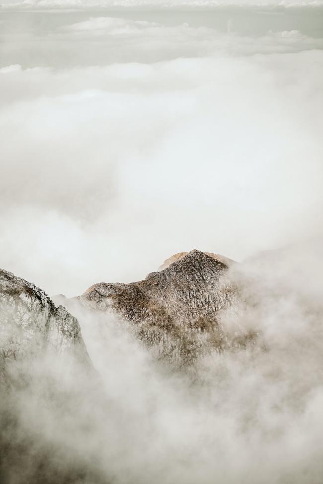 缥缈山脉云海图片下载