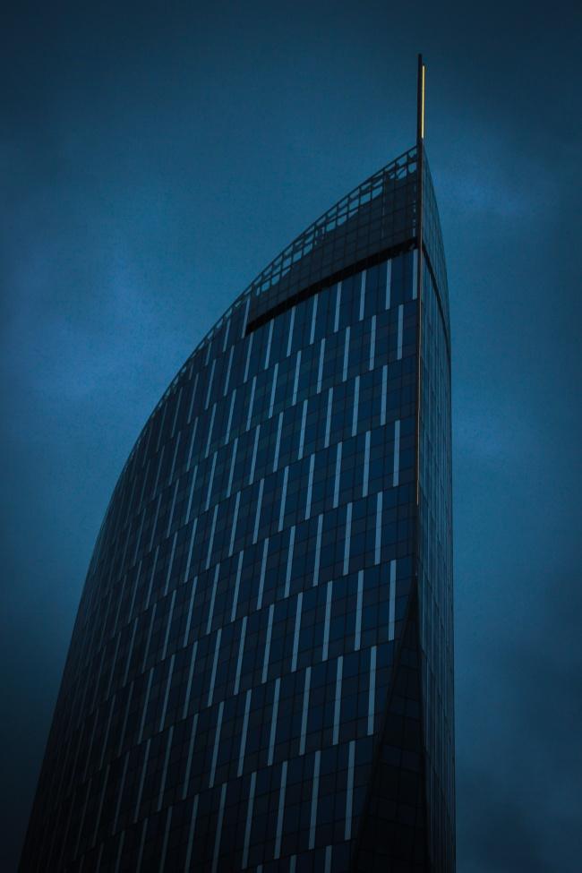 夜幕特色现代商务楼高清图片
