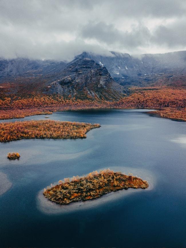 秋季山脉湖泊风景精美图片