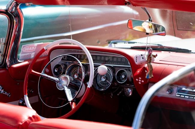 古董车内饰方向盘图片素材