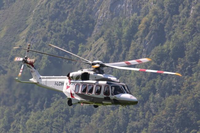 深山直升飞机救援图片