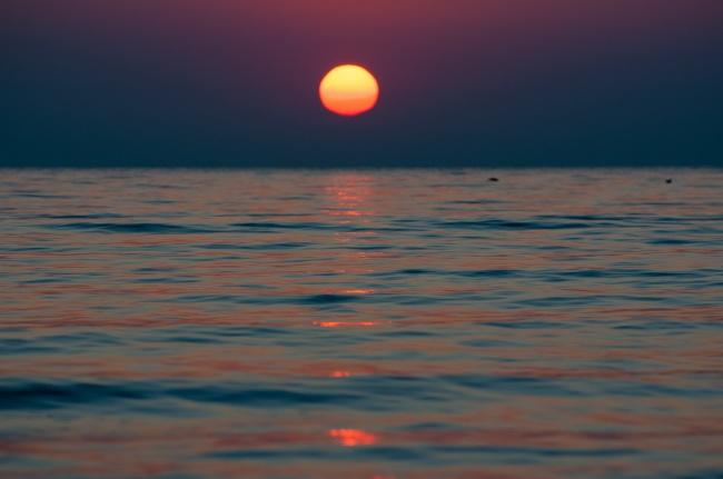 黎明海面日出风景图片