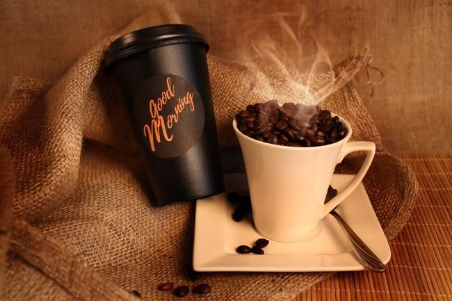 一杯冒热气的咖啡豆图片大全